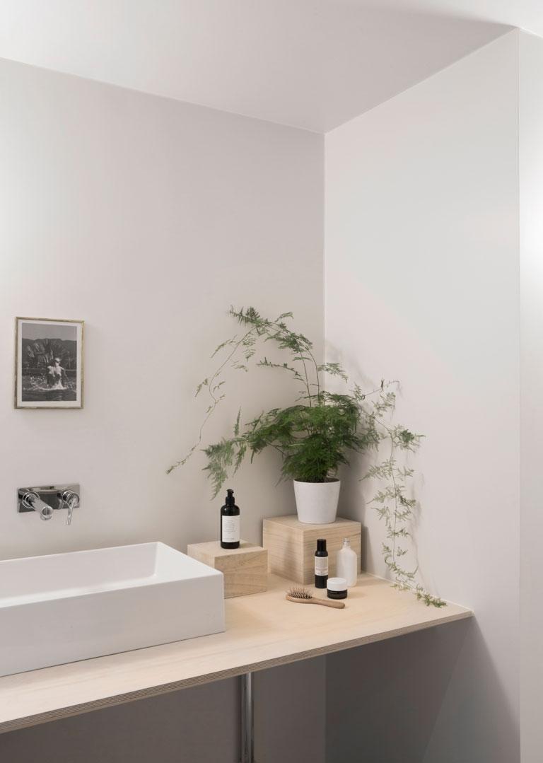 Badrummet hos Nadia Norskott är målat i LADY 8282 Vitpeppar