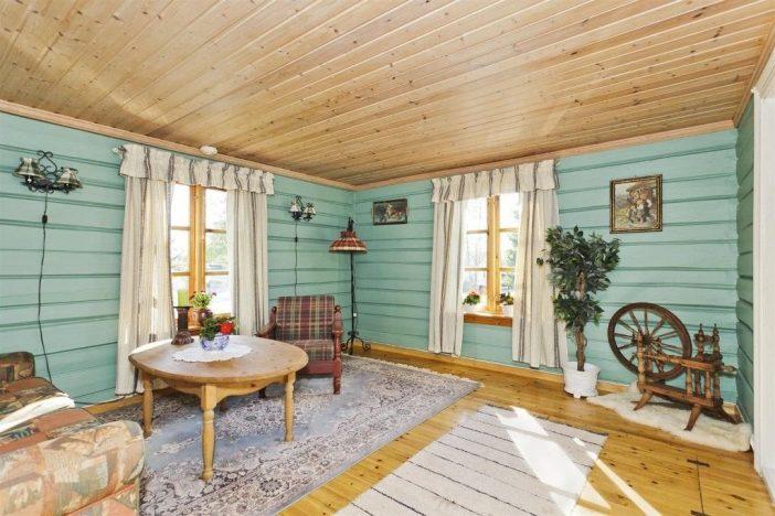 Innan renovering sommarhus vardagsrum