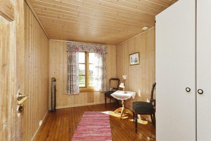 Innan renovering sommarhus sovrum