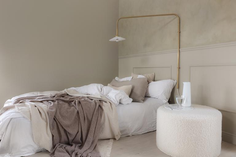 Elegant och gyllene sovrum