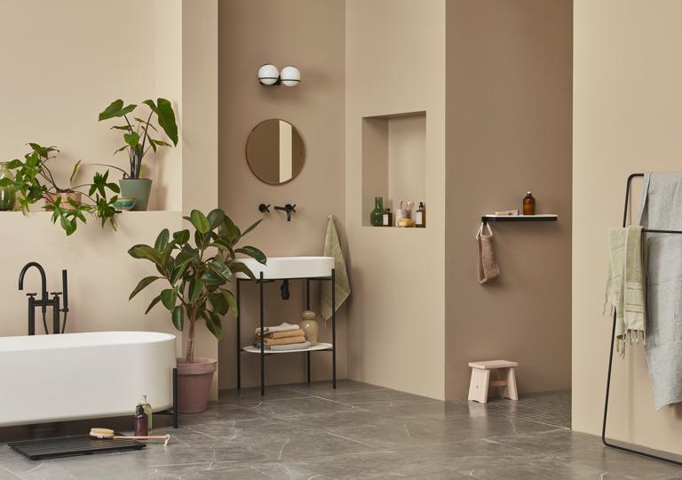 Frodigt och nytt badrum med målade ytor